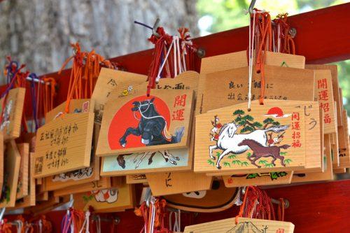Cómo Mitsuboshi-Colors-wallpaper-700x394 la cultura Otaku afecta a la Ema japonesa tradicional