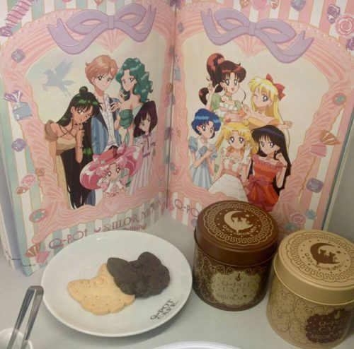 Q olla puerta Q olla cafe captura 500x489 [Anime Culture Monday] Puntos calientes del anime de Honey-Q-pot Cafe